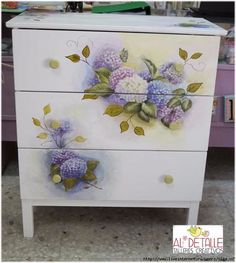 The Shabby Chic décor style popularized by Rachel Ashwell and Arhaus seeks to have an opulent vintage look. Shabby Chic furniture is given a distressed look by covered in sanded milk paint. Floral Painted Furniture, Decoupage Furniture, Chalk Paint Furniture, Distressed Furniture, Repurposed Furniture, Shabby Chic Furniture, Diy Furniture, Furniture Vintage, Furniture Stores