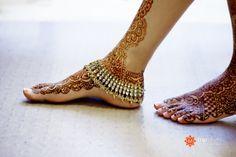 Oh my. So graceful *& beautiful.  Mehendi. #pattern