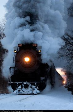 Steam train in the snow Train Tracks, Train Rides, Old Steam Train, Train Art, Old Trains, Vintage Trains, Train Pictures, Steam Engine, Steam Locomotive