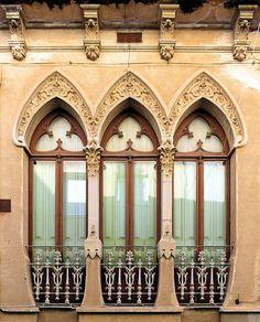 https://flic.kr/p/RaA2Xr | Mataró - Carreró 20 b | Cals Notaris  1905  Architects: Emili Cabanyes i Rabassa, Melchior de Palau i Simon