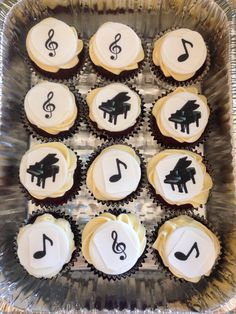 Music notes/ pianos cupcakes
