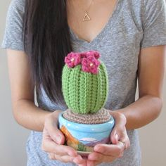 Learn to crochet this huggable cactus with this free pattern