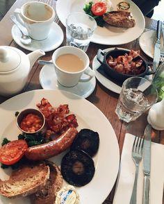 Breakfast French style. Image > https://www.instagram.com/p/BN4JeRUDLpq/