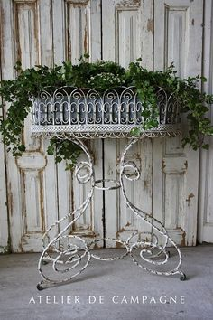 Metal Standing Jardiniere ~~~Mine is nearly identical to this in bare metal. French Decor, French Country Decorating, Metal Plant Stand, Plant Stands, Diy Décoration, Garden Furniture, Garden Art, Container Gardening, Flower Pots