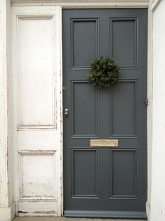 Dark greige + seasonal wreath + brass plate= fabulous entrance