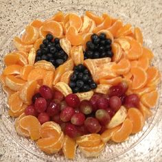 Need to make a fruit tray for my son's Halloween party at school. This looks cute!