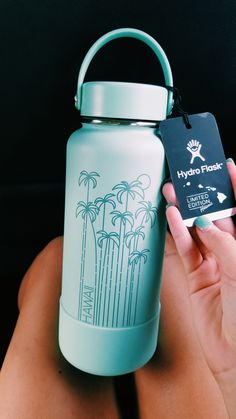 See more of evelynhubmeier's content on VSCO. Water Bottle Art, Cute Water Bottles, Drink Bottles, Hydro Painting, Custom Hydro Flask, Hydro Flask Water Bottle, Vsco Pictures, Accessoires Iphone, Happy Vibes