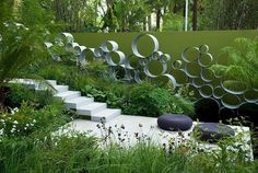 Garden Circles fence/screen at Chelsea 2008 RHS by Andy Sturgeon LGD