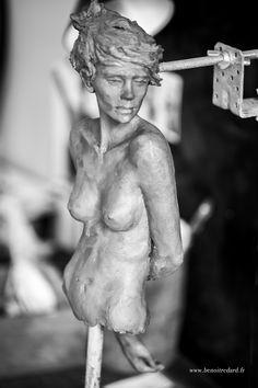 """ L'attente "" Sculpture Terre création Benoit Redard, Work in progress www.benoitredard.fr"