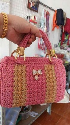 Super knitting for beginners slippers projects ideas Crochet Wallet, Crochet Backpack, Crochet Tote, Crochet Purses, Knit Crochet, Fabric Handbags, Crochet Handbags, Purse Patterns, Crochet Patterns