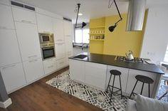 80 veces he visto estas lindas cocinas vintage. Kitchen Flooring, Open Concept, Kitchen And Bath, Renting A House, Home Interior Design, Kitchen Island, Tiles, Furniture, Home Decor
