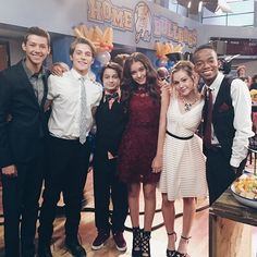 Check Out the Cool Outfits from the 'Bella and the Bulldogs' Homecoming Episode - Twist Froy Gutierrez, Henry Danger Nickelodeon, Nickelodeon Shows, Cute Celebrities, Celebs, Bella And The Bulldogs, Forever 21 Girls, Fashion Tv, Fashion Movies