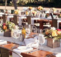 mesa de festa rústica caixas com flores