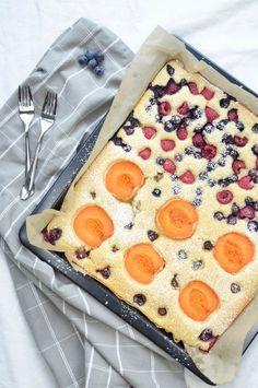 Früchteblechkuchen für die grosse Runde Pot Holders, Cherries, Raspberries, Sheet Pan, Oven, Hot Pads, Potholders