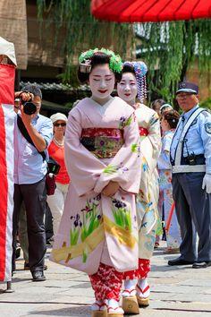 Shouko and Mamesumi during Gion Hojoe