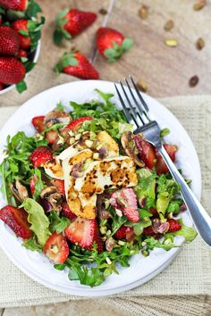 Strawberry and Arugula Salad with Grilled Halloumi by The Healthy Foodie Salads, salad recipes Vegetarian Soup, Healthy Soup, Healthy Salads, Healthy Recipes, Healthy Juices, Grilled Halloumi, Cooking Halloumi, Best Vegetable Recipes, Letters