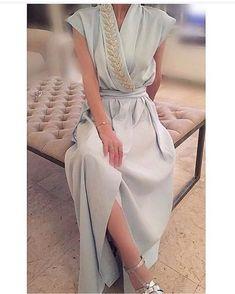 BEADWORK LEAVES VINE ABAYA   #بدلة_العيد 💙💙 .. .... .. #اناقه_اودي #مترفه #ياانيقه #كولكشن#ازياء_سهره#ازياء #فاشن #فساتين #ازياء_مصممين #مصممين_فساتين #مصممة_ازياء… Modest Dresses, Simple Dresses, Pretty Dresses, Beautiful Dresses, Dresses With Sleeves, Abaya Fashion, Modest Fashion, Fashion Dresses, Hijab Fashionista