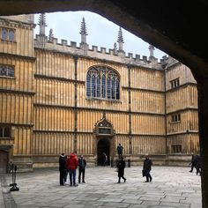 Bodleian' quadrangle in #oxford by @smallhands • 21 likes