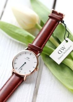 New in: Daniel Wellington Dapper - Lavie Deboite Trendy Watches, Popular Watches, Best Watches For Men, Cool Watches, Watches Photography, Jewelry Photography, Daniel Wellington Watch Women, Watch Engraving, Fashion Watches
