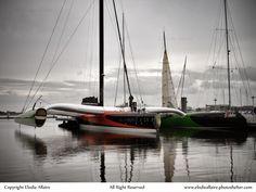 Fin de Rhum pour Sodebo Ultim'. Suite à sa collision avec un cargo, le maxi tri de Thomas Coville vient de rentrer à Lorient. par E Allaire #Lorient #Collision #Cargo #Sodebo | www.scanvoile.com