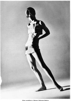 Edie Sedgwick modelling Betsey Johnson, 1966 (via: thecarnabetianarmy) Little Girl Lost, Poor Little Rich Girl, Andy Warhol, Edie Sedgwick, Famous Models, Twiggy, Betsey Johnson, Style Icons, Portrait