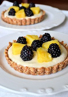 Fruity Coconut-Cashew Cream Tarts - Raw and Vegan