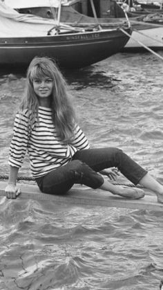 Brigitte Bardot, Bridget Bardot, Hollywood Glamour, Old Hollywood, 50s Inspired Fashion, Super Women, Barefoot Girls, Cannes Film Festival, Mannequin