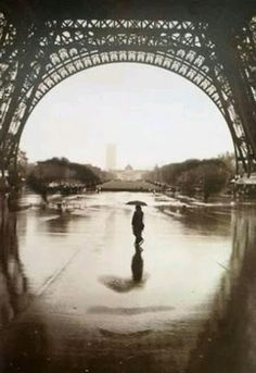 """This shot was taken under the Eiffel Tower in Paris. """" the face of Paris"""" Photo Illusion, Illusion Art, Illusion Photos, Paris Eiffel Tower, Tour Eiffel, Funny Optical Illusions, Face Illusions, Illusions Mind, Art Optical"""