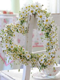 daisy heart wreath wedding decor / http://www.deerpearlflowers.com/chamomile-daisies-wedding-ideas/