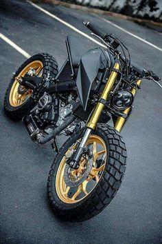 A BLAZING APE. K-Speed's Yamaha 'Monkey-Slaz' Tracker - Motorrad Inspiration Motorradreise Louis Motorrad Source by maradudatd - Tracker Motorcycle, Scrambler Motorcycle, Moto Bike, Girl Motorcycle, Motorcycle Quotes, Motorcycle Outfit, Motorcycle Helmets, Bike Quotes, Moto Design
