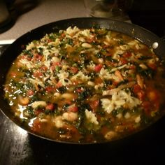 This delicious vegetarian dish is full of flavors and the aroma from the minestrone is so good too. Tuscan Bean Soup, Italian Soup, Vegan Protein, Soup And Salad, Tuscany, Vegan Vegetarian, Risotto, Salads, Dishes