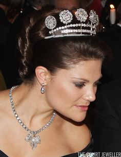 Pascal Le Segretain/Getty Images Today's tiara is one of the sparkliest -- but most divisive -- diadems in the Swedish royal vaults. Princess Jewelry, Royal Jewelry, Emerald Jewelry, Jewellery, Princess Victoria Of Sweden, Crown Princess Victoria, Princess Diana, Royal Tiaras, Tiaras And Crowns