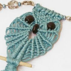 Macrame Owl: Use as pendant or decoration for key ring (in German).