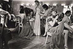 Dans les vestiaires de la maison Paquin, vers 1930