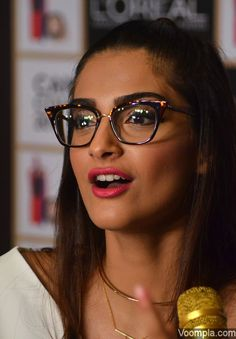 A beautiful pic of Sonam Kapoor. via Voompla.com