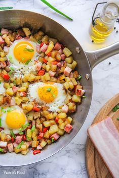 MIC DEJUN ȚĂRĂNESC CU CARTOFI ȘI OUĂ PRĂJITE I Rețetă + Video – Valerie's Food Cobb Salad, Bacon, Diet, Pork Belly