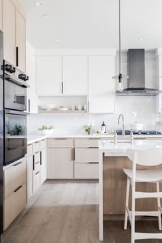 Small Space Inspiration From the Sunset Magazine Silicon Valley Idea House - Hej Doll Home Decor Kitchen, Kitchen Interior, New Kitchen, Home Kitchens, Minimalist Home Interior, Interior Modern, Minimalist Kitchen, Interior Colors, Küchen Design