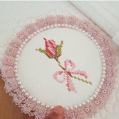Ürün 》》 @elifce_kanavicem Cross Stitch Owl, Cross Stitch Cards, Beaded Cross Stitch, Cross Stitch Borders, Cross Stitch Designs, Cross Stitching, Cross Stitch Embroidery, Cross Stitch Patterns, Hand Embroidery Designs