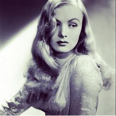 Veronica Lake - The queen of old-Hollywood glamour, Veronica, showed us how to wear insanely gorgeousbombshell waves.Photo: @simonabreazu