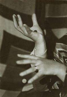 Mains de Sonia Delaunay .. Germaine KRULL