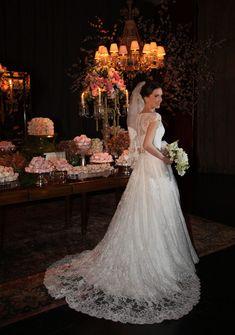 Depois do almoço com inspiração grega que postamos na semana passada, um casamento repleto de tradições e costumes gregos! A família de Adriana é da Grécia