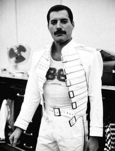 967 best music i live for images in 2019 music musicals 80s Pop queen photos queen freddie mercury king of music retro 80s style