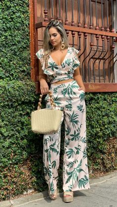 Pantalon - Her Crochet Diy Fashion, Ideias Fashion, Fashion Dresses, Womens Fashion, Classy Outfits, Chic Outfits, Jumpsuits For Women, Rompers Women, African Fashion