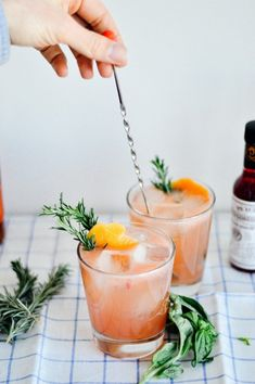 Cocktail recipe: Grapefruit bourbon cocktail with basil syrup // summer cocktail recipes // by gabriella Bourbon Cocktails, Grapefruit Vodka Cocktails, Grapefruit Juice And Vodka, Refreshing Cocktails, Summer Cocktails, Cocktail Recipes, Whiskey Drinks, Cocktails With Basil, Drink Recipes