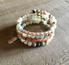 Bracelet femme multi-rangs sur fil mémoire. Pierres Beaded Bracelets, Etsy, Jewelry, Fashion, Stones, Unique Jewelry, Moda, Jewlery, Jewerly