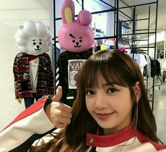 LISA POSING NEXT TO RJ AND COOKY FROM BT21 I'M YELLING