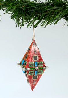 This is a sharp and beautiful Data Ornament made from rare red PCBs. Since there isn't a lot of red PCBs around, I thought it should sparkle like a diamond. A truly unique Data Ornament that will stand out on your Christmas tree.