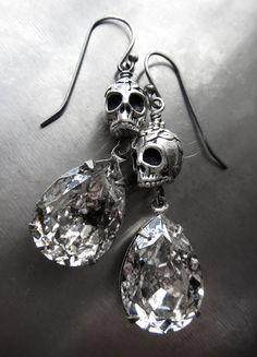 Antiqued silver skull earrings with Swarovski Silver Patina teardrop crystals, perfect Halloween jewelry, or goth gothic jewelry. Star Jewelry, Fall Jewelry, Hippie Jewelry, Gothic Jewelry, Jewelry Crafts, Beaded Jewelry, Western Jewelry, Jewlery, Halloween Earrings