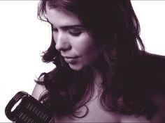 Nome conhecido no circuito do jazz e blues paulistano, Babi Mendes leva sua música ao projeto Hebraica Meio-Dia.