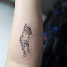 Beauty Lies In Simplicity: Minimalist Animal Tattoos Created At Sol Tattoo Parlor - KickAss Things - Beauty Lies In Simplicity: Minimalist Animal Tattoos Created At Sol Tattoo Parlor – KickAss Things minimalist tattoo © Sol Tattoo Parlor Cute Cat Tattoo, Cute Tattoos, Beautiful Tattoos, Body Art Tattoos, Small Tattoos, Sleeve Tattoos, Simple Cat Tattoo, Hp Tattoo, Tattoo Music